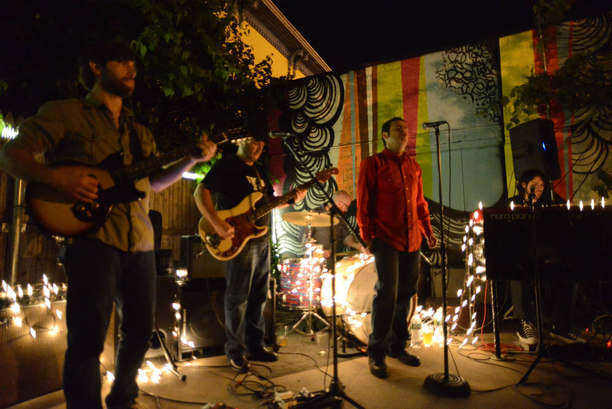 http://www.imoveilive.com/wp-content/uploads/2015/07/Band-Playing-Music.jpg