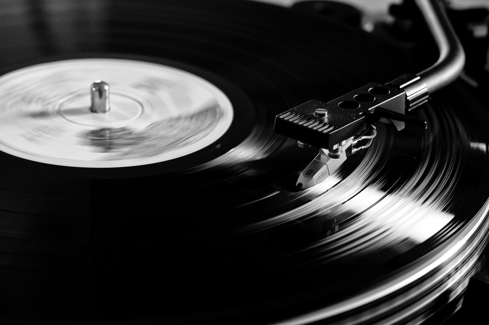 https://www.imoveilive.com/wp-content/uploads/2015/02/Vinyl.jpg